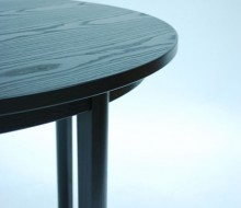 Bord i svartbetsad ask