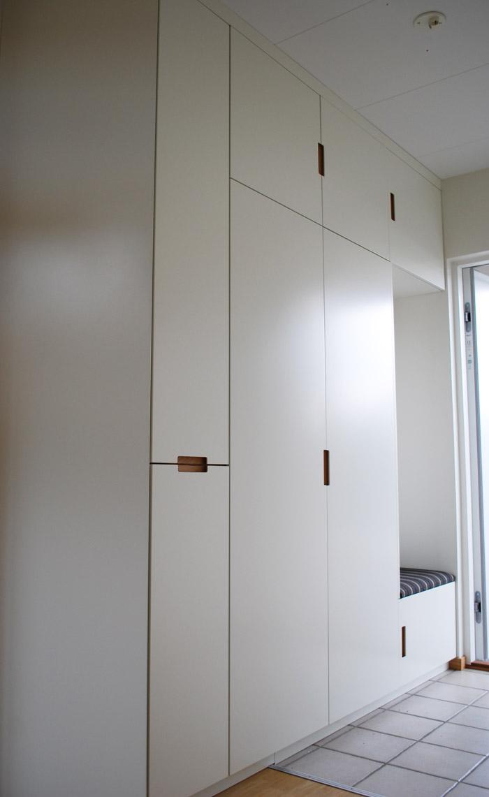 Vit garderob / platsbyggd garderob